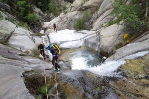 stage-canyoning-perfectionnement-technique-cevennes-alpes-pyrenees